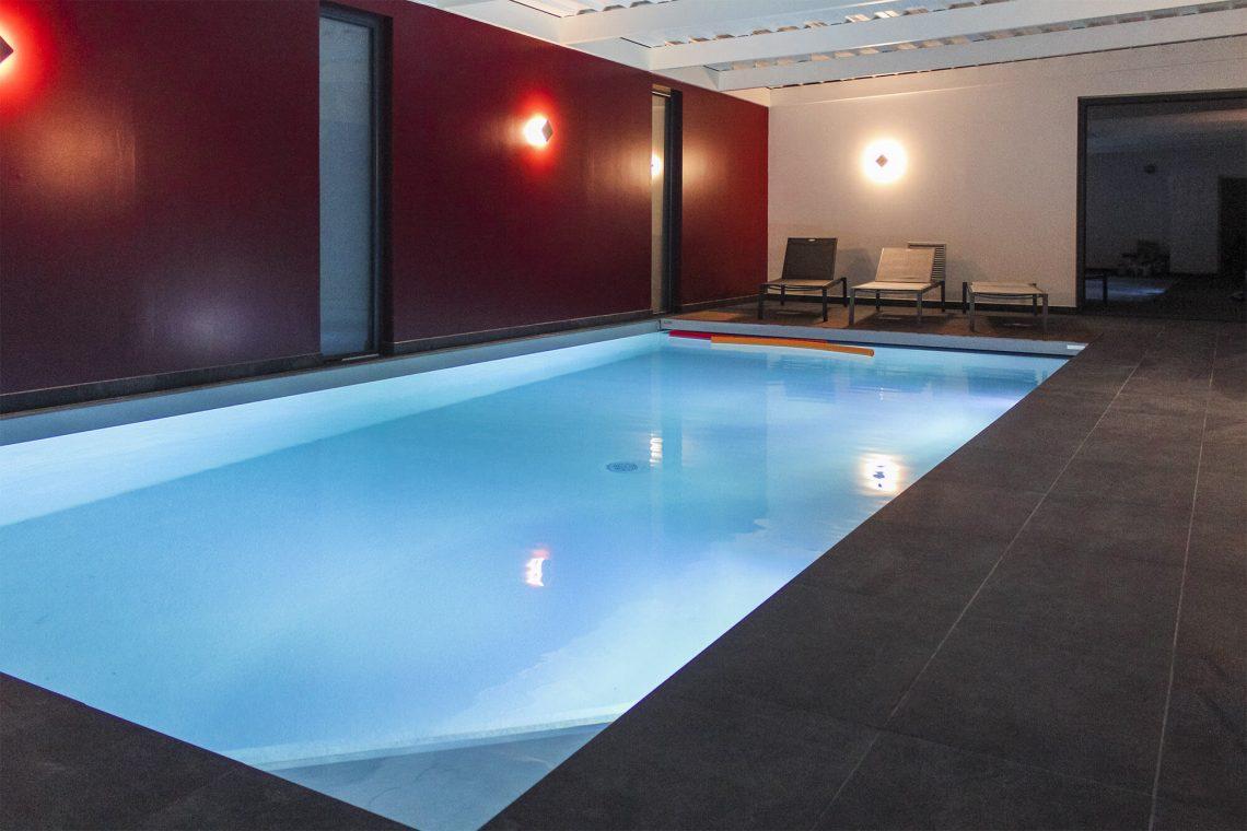Location villa avec piscine int rieure bretagne sud for Location bretagne piscine