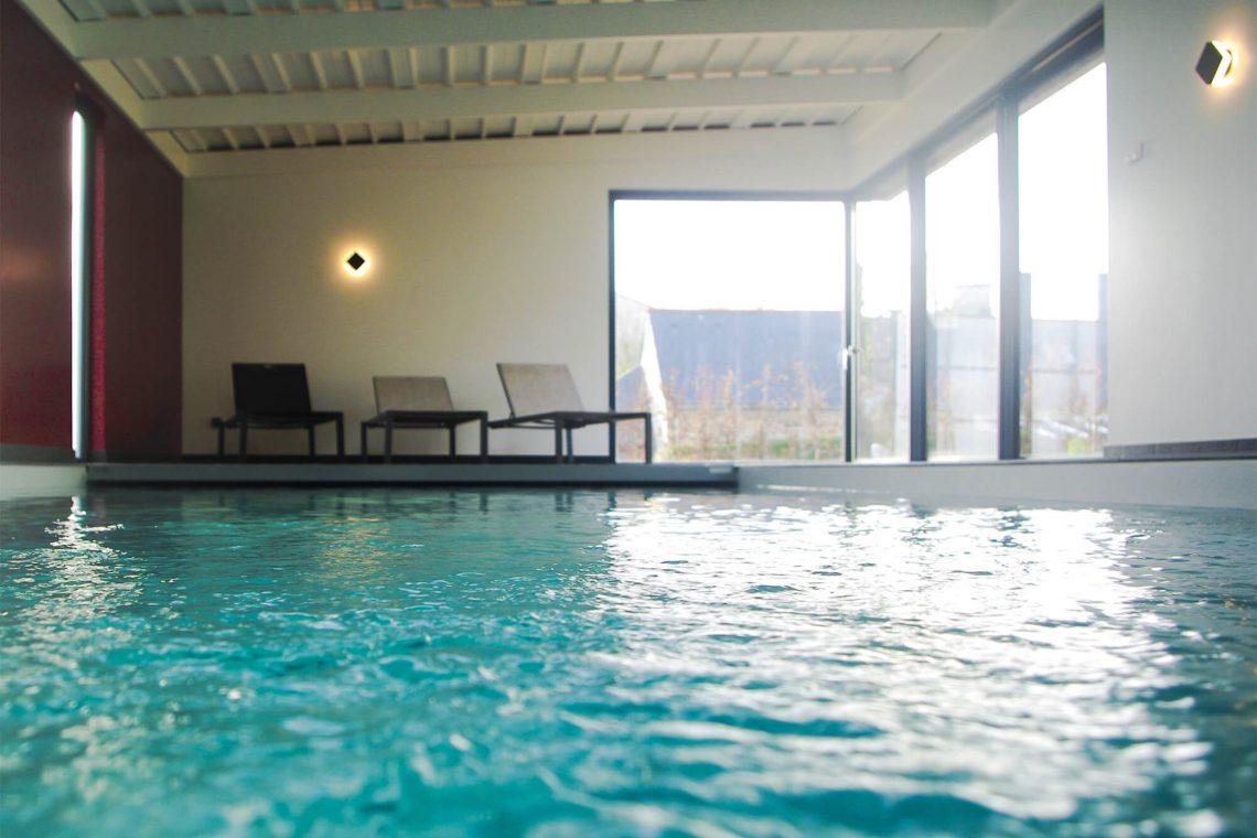 Location villa avec piscine int rieure bretagne sud for Piscine bretagne sud